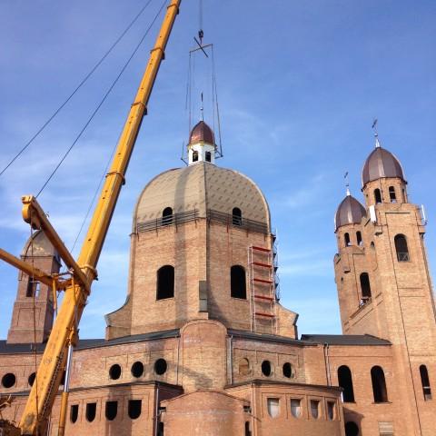 Wyniesienie kopuły głównej z wieżyczką i krzyżem - 17 i 18.09.2015 r.