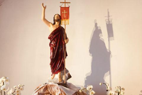 Chrystus Zmartwychwstał. Alleluja. Prawdziwie zmartwychwstał. Alleluja, Alleluja,Alleluja !